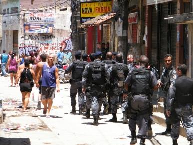 Policiais_ocupam_Complexo_do_Alemao